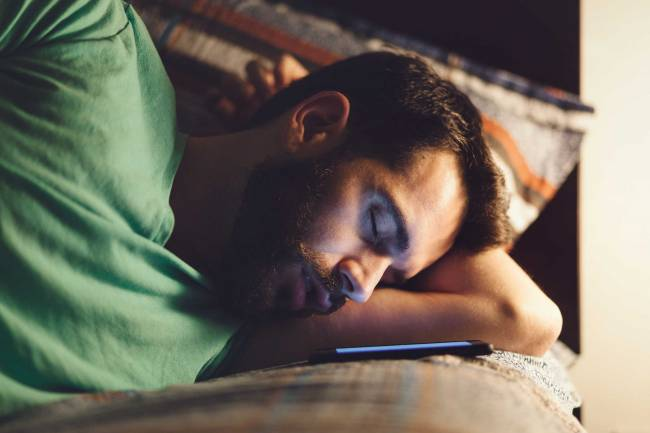 [Literasi Kelas X] - 4 Bahaya yang Bisa Timbul Jika Anda Tidur Dekat Ponsel