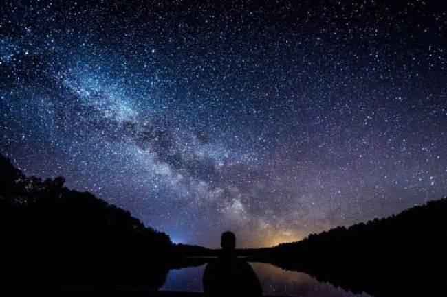 (Literasi Kelas X-XII) Mengapa Bintang Berkedip pada malam hari?