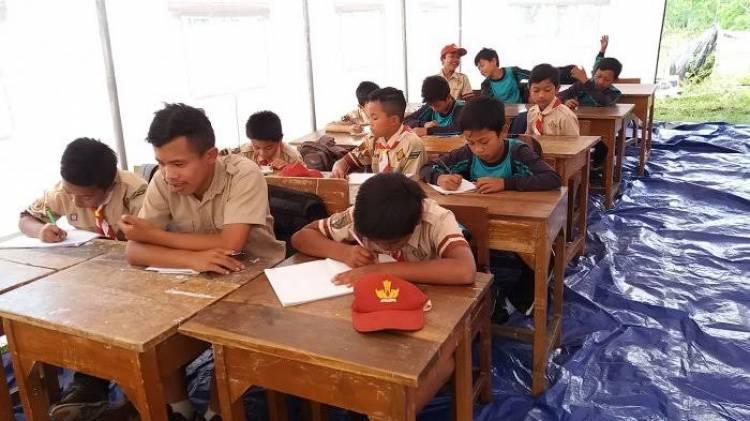 (LITERASI KELAS XI) Pantang Menyerah Untuk Sekolah