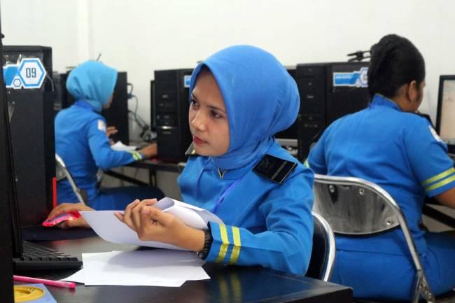 2 ujian (UAS dan UKK) telah terlewati, tetap fokus dan semangat 2 ujian (USBN dan UBK) lagi !