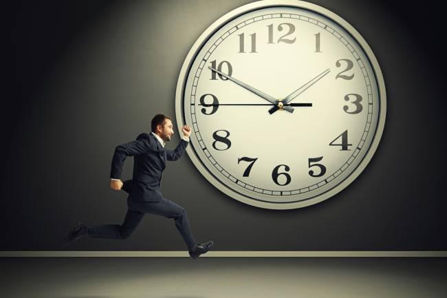 (LITERASI KELAS XI) 8 Kebiasaan yang Bisa Kamu Tiru dari Orang yang Selalu Tepat Waktu