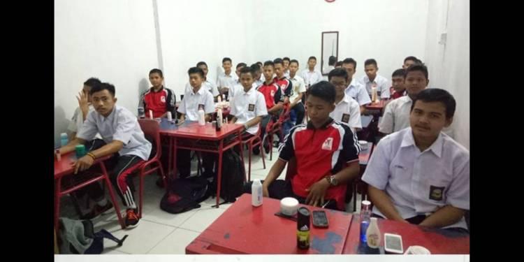 Penampilan menarik mencerminkan kepribadian seseorang merupakan salah satu tujuan dari Ekskul Grooming SMK Mapen Pekanbaru