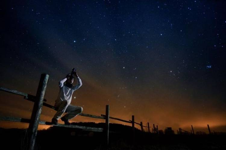 (Literasi Kelas X) Planet Apa Saja yang Akan Terlihat Terang di Langit Bulan April, ya?